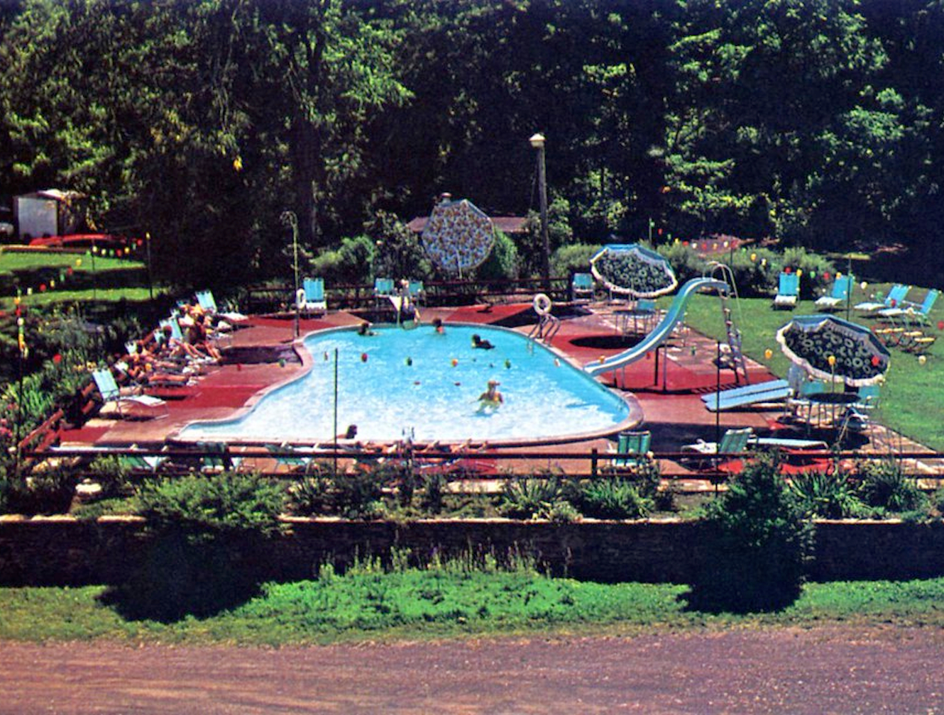 Historical picture of the Plum Point Lodge pool